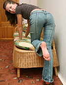 Cute Kimmy In A Very Tight Jeans - Picture 2